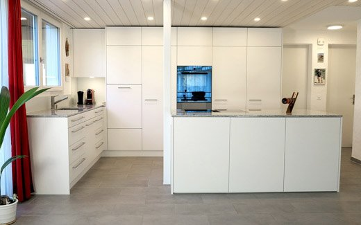 520px - Kücheninsel_Langnau_Weiss